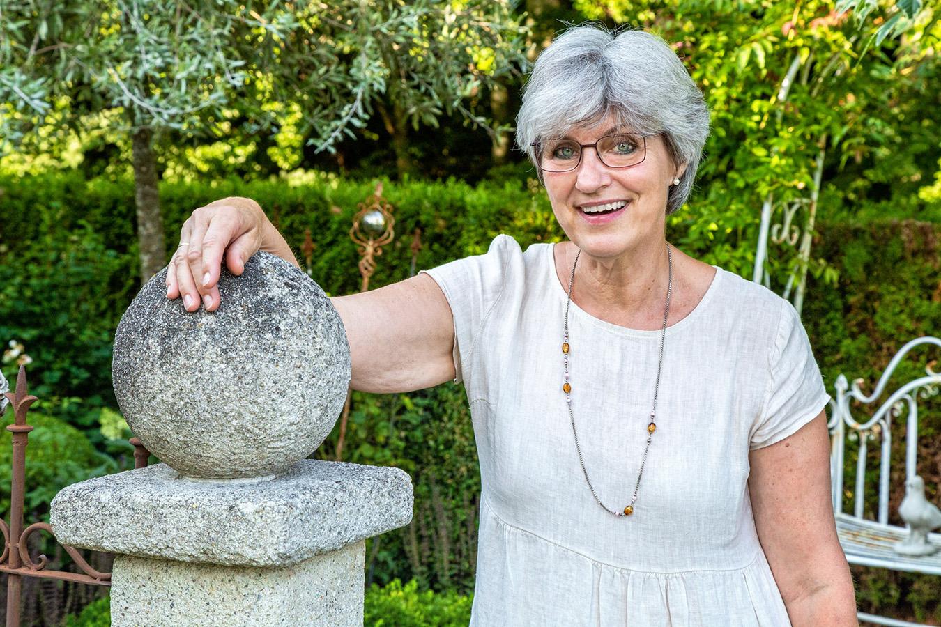 Rosengarten Petting: Brigitta in ihrem Gartenidyll am Waginger See