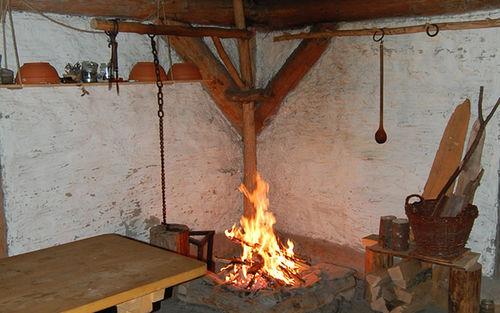 Baiuvarenhaus Feuerstelle