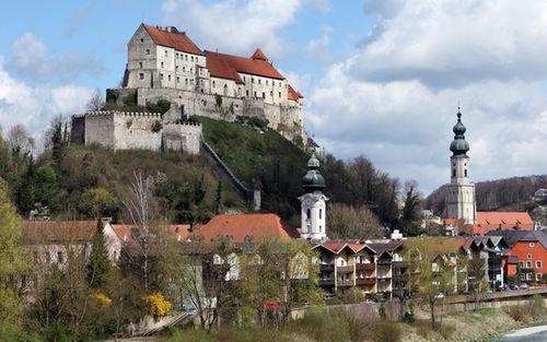 Burg Altstadt Burghausen Fruehling