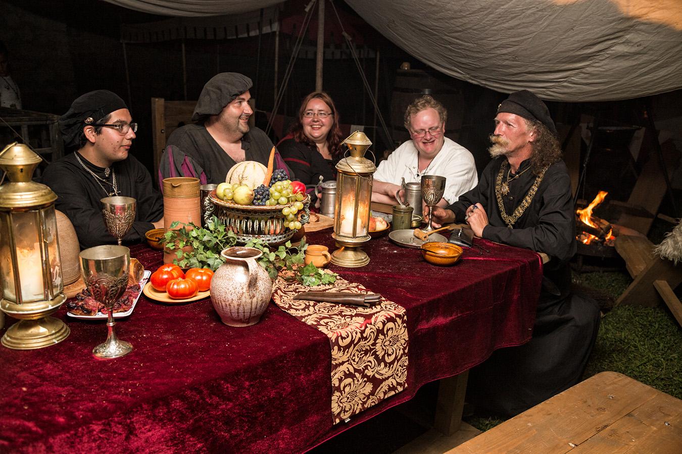 Burgtage Tittmoning illustre Tafelrunde | Burgfest in Bayern