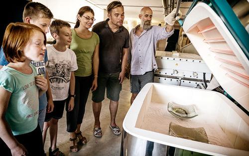 Effner Glasatelier Schimmer Waging Familie Am Brennofen 3109
