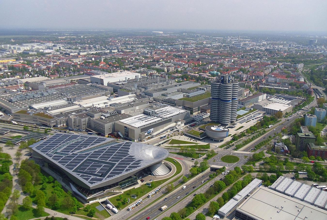 BMW Welt München vom Olympiaturm aus